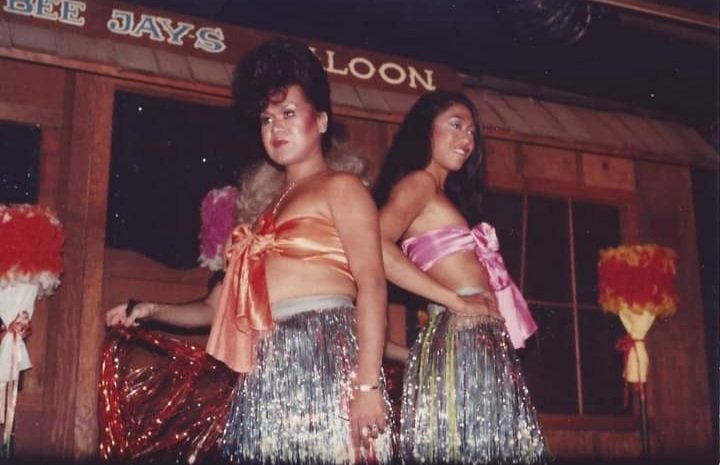 Sina performing with Jovan Sarte. Both are wearing a colorful tube top and a skirt.